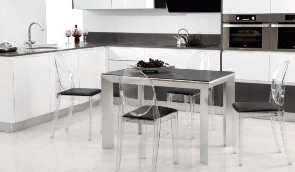 Te gustar a decorar tu casa con las ltimas tendencias for Sillas cocina transparentes