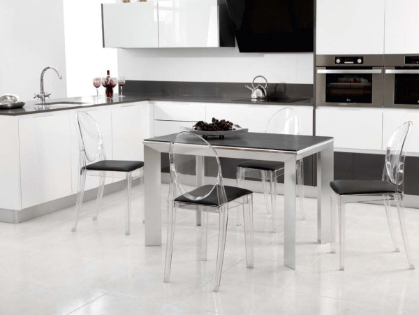Te gustar a decorar tu casa con las ltimas tendencias for Sillas cocina transparentes