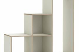Mueble perchero abierto con ruedas, estantes, huecos y barra de colgar