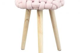 taburete trenzado rosa pastel