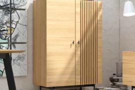 Módulo bar Samurai 2 puertas acabado chapa natural combinado con patas metálicas del programa Bogal de Muebles Azor