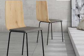 Silla Dubai Roble con respaldo de tablero contrachapado, asiento tapizado y patas metálicas de color negro del programa BOGAL de Muebles Azor