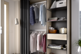 Armario vestidor Suit con cortina y un cajón- Acabado natural-grafito del programa DEKIT del grupo Rimobel